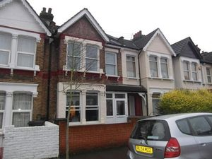 House To Let in Ferndale Road, London