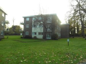 Apartment / Flat To Let in Bramley Hill, South Croydon