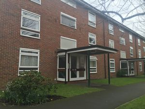 Apartment / Flat To Let in Maresfield, Croydon