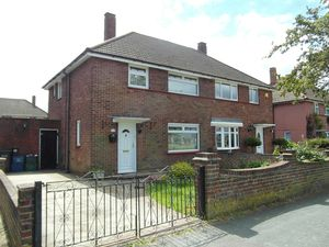 House To Let in Milne Park West, New Addington, Croydon