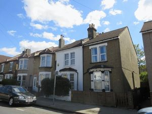 House To Let in Benson Road, Croydon