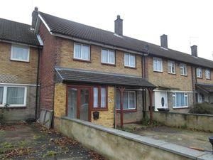 House To Let in Homestead Way, New Addington, Croydon