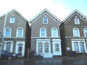 Apartment / Flat To Let in St James's Road, CROYDON