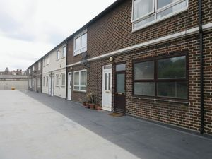 Apartment / Flat To Let in Selsdon Road, South Croydon