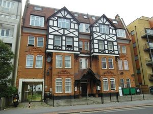 Apartment / Flat To Let in Park Lane, Croydon