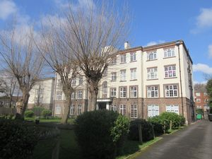 Apartment / Flat To Let in St. James's Road, Croydon