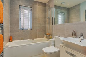 Main Bathroom- click for photo gallery