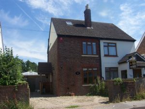 House To Let in Redehall Road, Smallfield