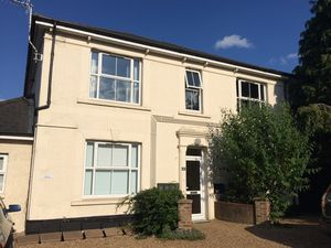 Apartment / Flat To Let in Horley
