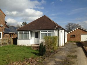 Bungalow To Let in Hathersham Close, Smallfield, HORLEY