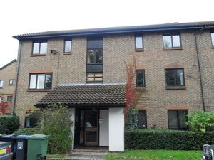Apartment / Flat To Let in Whitecroft, Horley