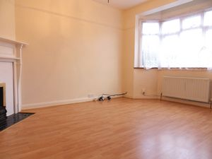 Property To Let in Brighton Road, Purley