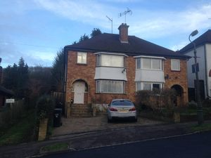 House To Let in Whitefield Avenue, Purley
