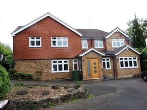 House To Let in Downs Way, Tadworth