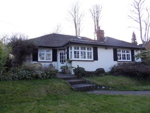 Bungalow To Let in Warren Road, Purley
