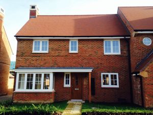 House To Let in Calvert Link, Kilnwood Vale, Faygate