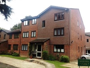 Apartment / Flat To Let in Sequoia Park, Crawley