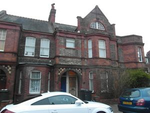 House To Let in Lydhurst Avenue, London