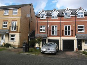 House To Let in Sycamore Close, South Croydon
