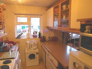 Apartment / Flat To Let in Partridge Knoll, Purley
