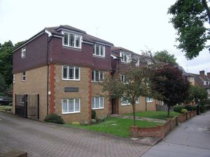 Apartment / Flat To Let in Nottingham Road, South Croydon