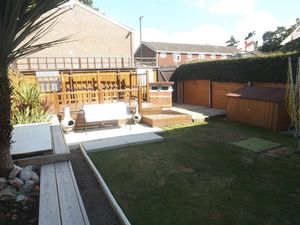 House To Let in Chiltern Close, Crawley