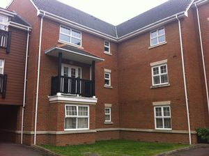 Apartment / Flat To Let in Worth Park Avenue, Crawley