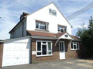 Apartment / Flat To Let in Brookhill Road, Copthorne, Crawley