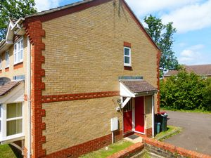 Apartment / Flat To Let in Maidenbower, Crawley