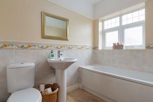 Main Bathroom- click for photo gallery