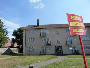 Apartment / Flat To Let in Merefield Gardens, Tadworth