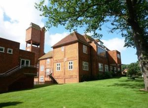 Apartment / Flat To Let in Elizabeth Drive, Banstead