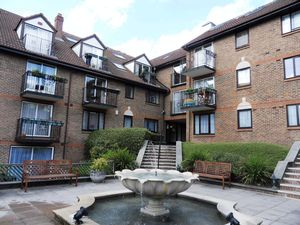 Apartment / Flat To Let in Lansdown Road, Purley