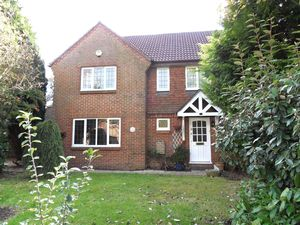 House To Let in Tadworth