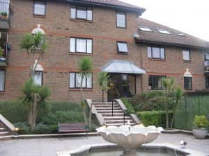 Apartment / Flat To Let in Lansdowne Road, Purley