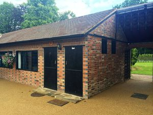 Bungalow To Let in Lingfield