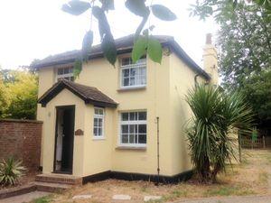 House To Let in Broadbridge Lane, Smallfield, Horley
