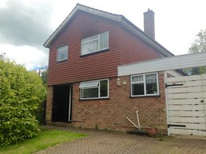 House To Let in Montfort Rise, Redhill