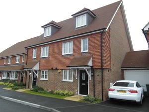 House To Let in Horley