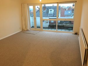 Apartment / Flat To Let in Lingfield