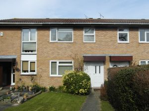 House To Let in Tudor Close, East Grinstead