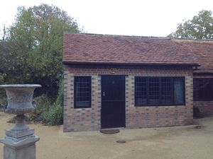 Bungalow To Let in Newchapel Road, Lingfield