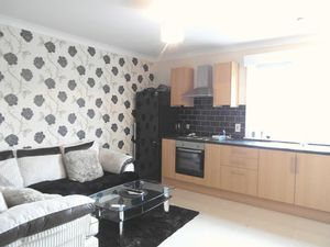 Apartment / Flat To Let in South End, Croydon
