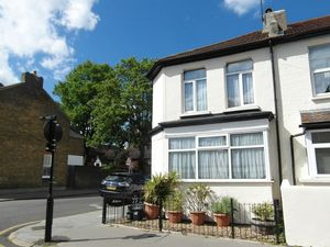 House To Let in Howley Road, Croydon