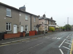 House To Let in Cross Road, Croydon