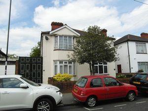 Apartment / Flat To Let in SOUTH NORWOOD