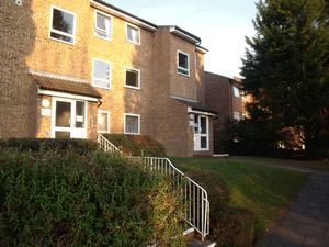 Apartment / Flat To Let in Montana Close, South Croydon