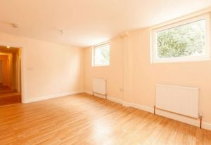 Apartment / Flat To Let in Portland Road, London