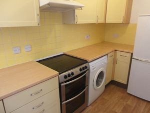 House To Let in Lupin Close, Croydon