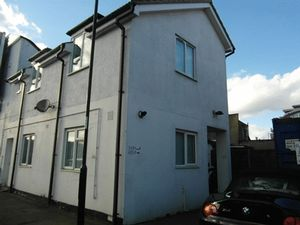 Apartment / Flat To Let in Purley Way, Croydon